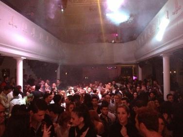 Antique Sevilla, una curiosa discoteca con gran ambiente, de obligada asistencia ;).