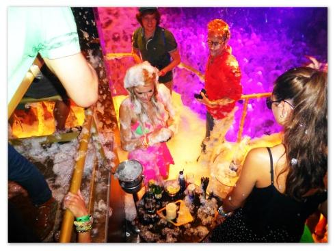 Paris Hilton gozando con la espuma!!