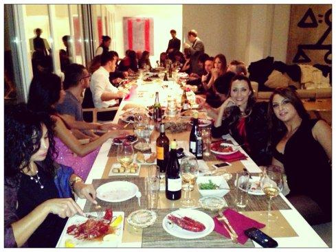 20 personas cenamos juntos…